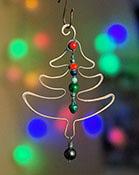 Новогодние идеи: ёлочки из проволоки и бусин